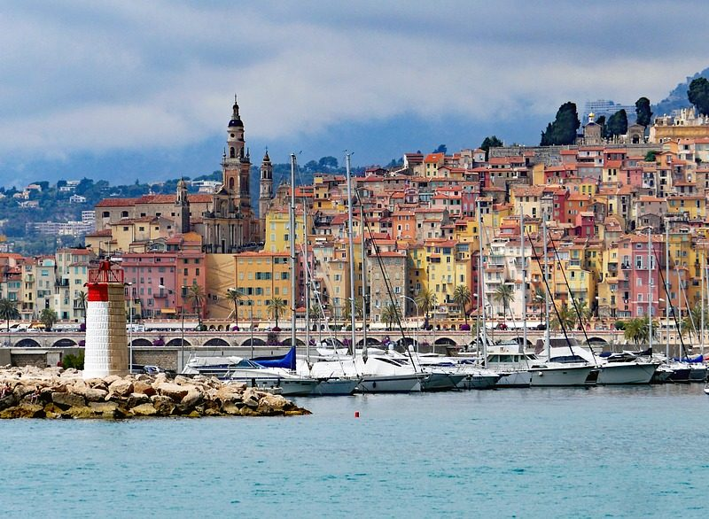 Yachtcharter Frankreich Stadt