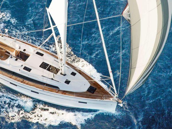 bavaria-sy-cruiserline-c41-exterieur-c41_ext_sailing-birdview-1536x773