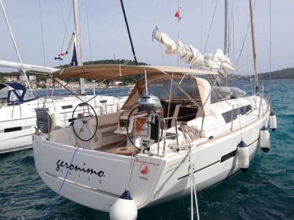 geronimo-dufour-410-gl-auf-wasser-2