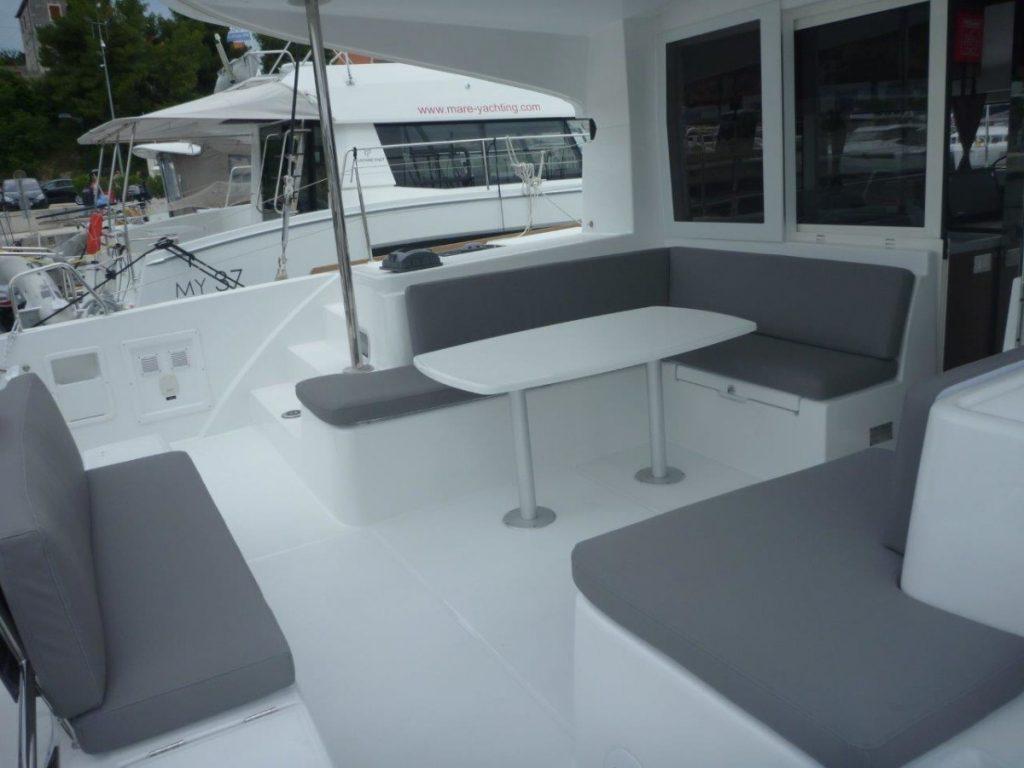 mare-lillet-lagoon-40-lounge-außen