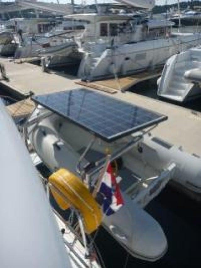 mare-quierido-lagoon-400-s2-beiboot-solarpanel
