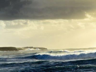 Yachtcharter Spanien Wasser und Wellen